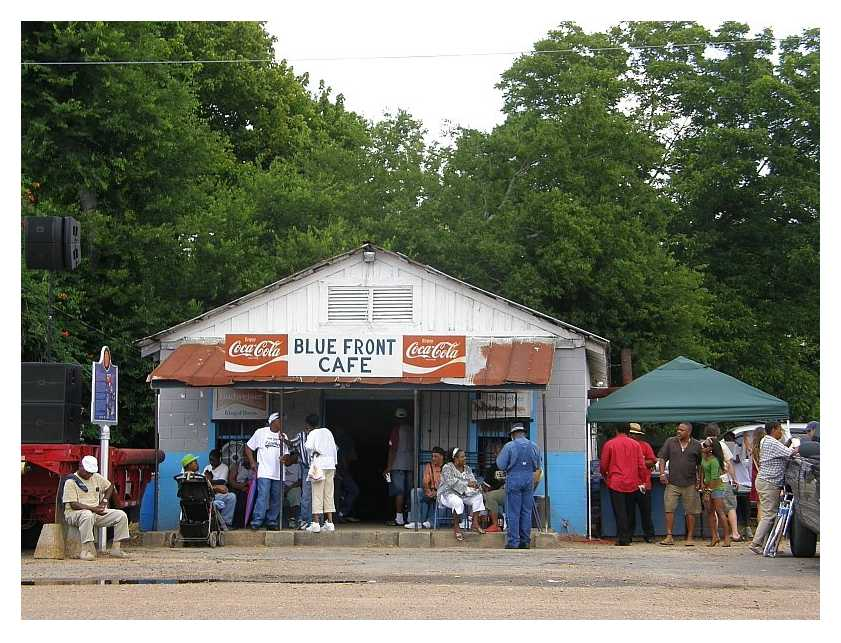 Blue Front Caf�, porch shot during 2008 Bentonia Blues Festival(TM)